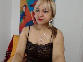 NadinneBlonde porno vagina show